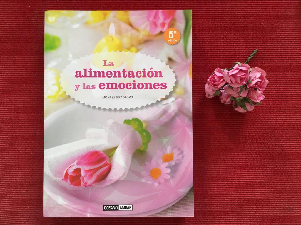 livro La alimentación y las emociones e um buque de rosas