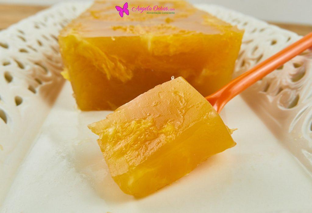 gelatina de laranja num prato