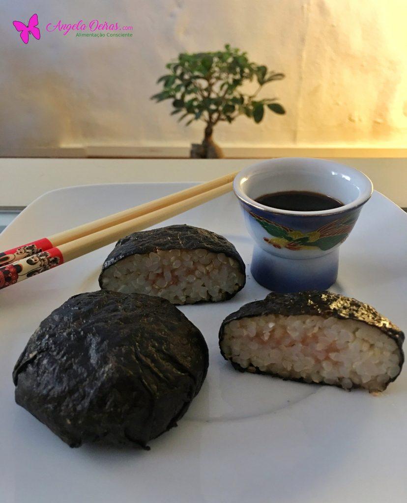bolas de arroz integral com alga nori